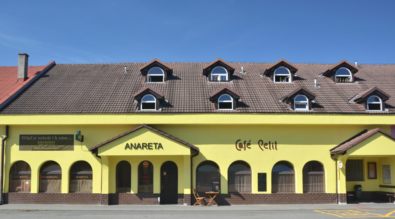 Anareta & Café Petit